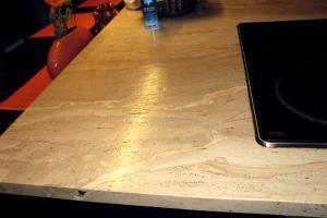 Pracovná doska Breccia Sarda v povrchovej úprave Leatherfinish.
